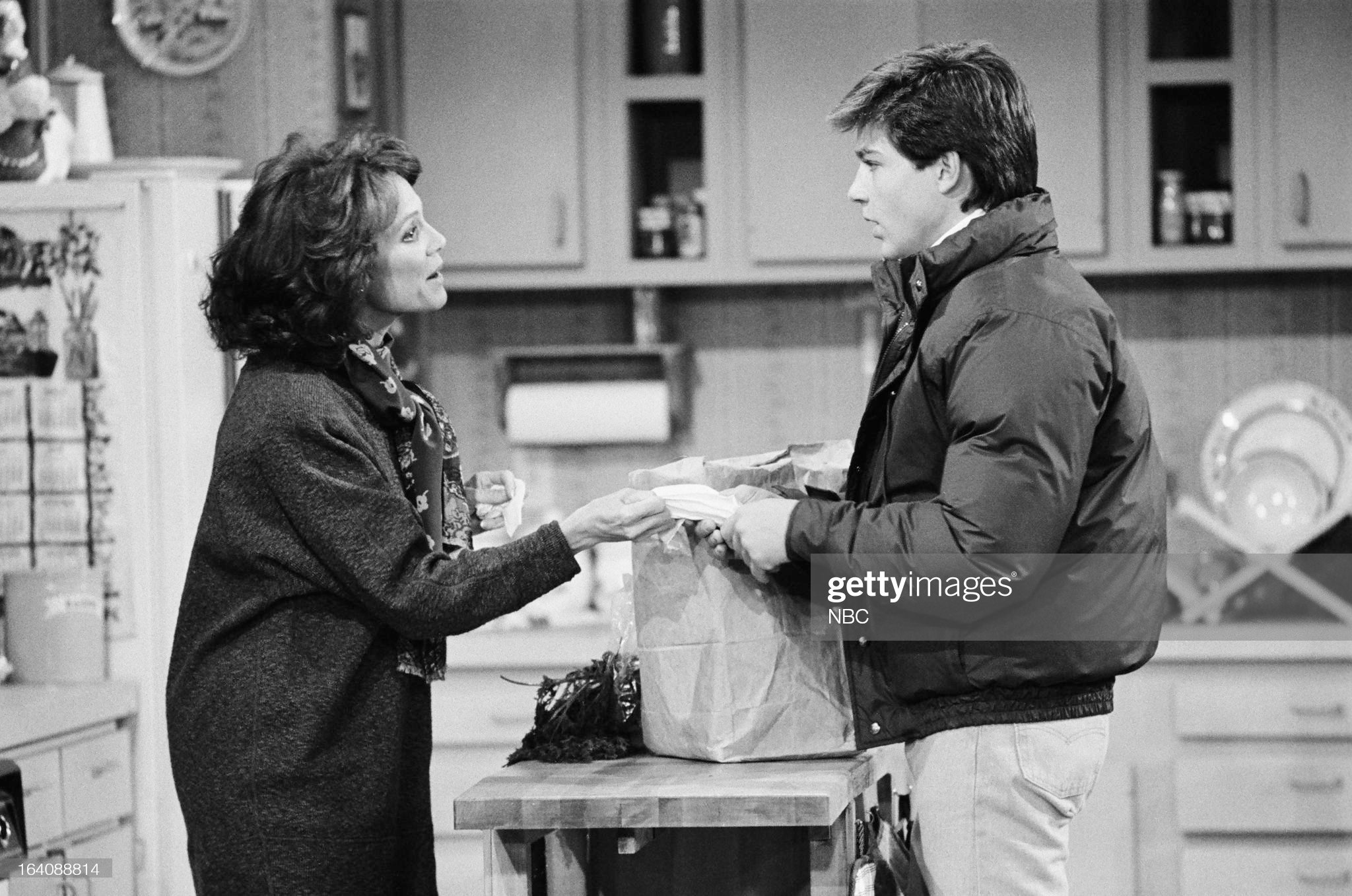 bad-timing-episode-214-pictured-valerie-harper-as-valerie-hogan-jason-picture-id164088814