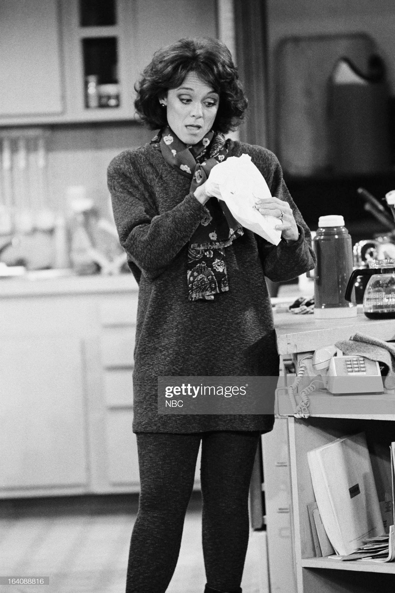 bad-timing-episode-214-pictured-valerie-harper-as-valerie-hogan-picture-id164088816