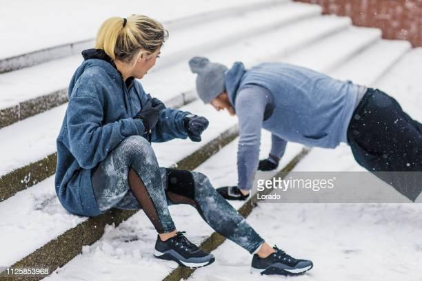 formation de mauvais temps - winter sport photos et images de collection