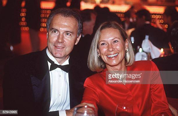 Baden Baden SPORTLERWAHL DER JOURNALISTEN PRAESIDENT Franz BECKENBAUER/FC BAYERN MUENCHEN mit Ehefrau Sybille BECKENBAUER