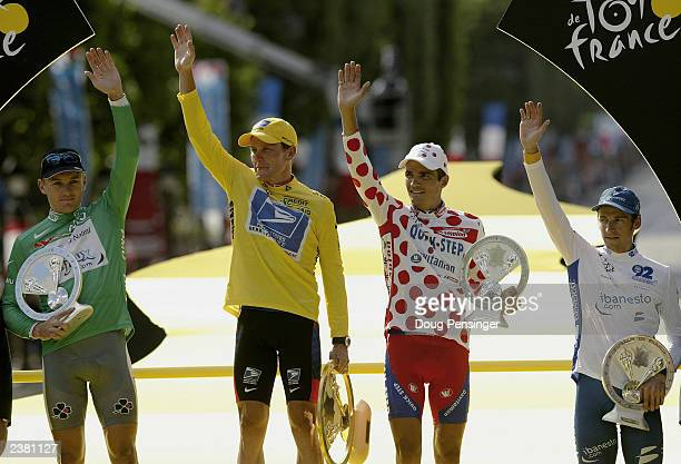 Baden Cooke of Australia and riding for FDJeuxcom in the green jersey Lance Armstrong of the United States and riding for US PostalBerry Floor in the...