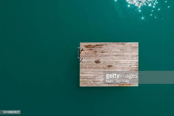 badeplattform - wellness insel im see - construction platform stock photos and pictures
