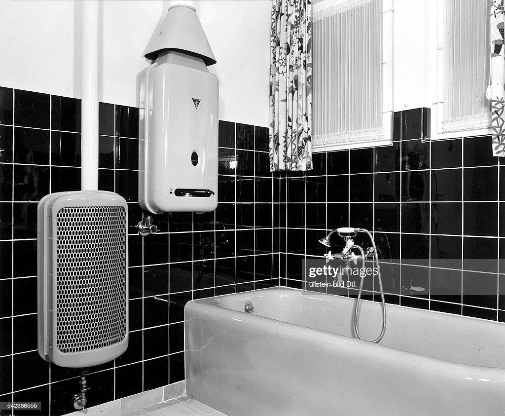 Badezimmer Mit Junkers Gasbadeofen UndTherme Für Stadtgas  1952