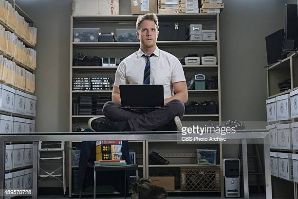 'Badge Gun' Brian risks his new FBI job when he disobeys orders to stay out of the investigation into a renowned journalist's murder on LIMITLESS...