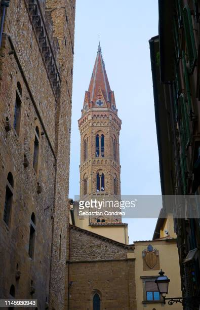 badia florintina bell tower citybreak in florence, tuscany, italy. - 名作 発祥の地 ストックフォトと画像