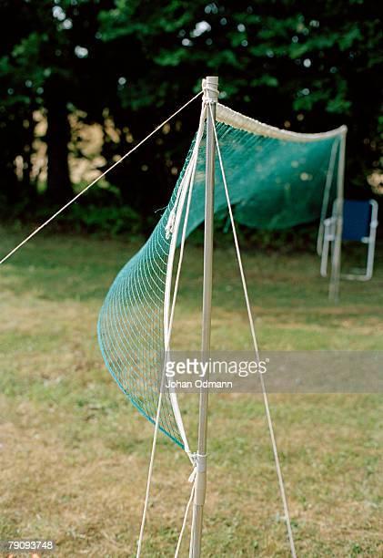 a badminton net in a garden. - badminton imagens e fotografias de stock