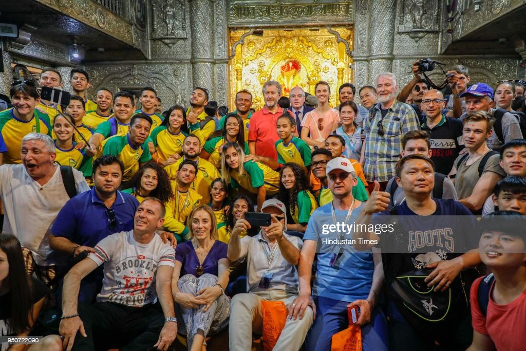 Foreign Badminton Players Visit Puneri Landmarks, Off Court