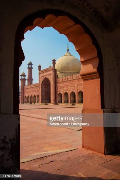 badshahi masjid, lahore - pakistan. - lahore pakistan stock pictures, royalty-free photos & images