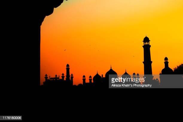 badshahi masjid, silhouette - バドシャヒモスク ストックフォトと画像
