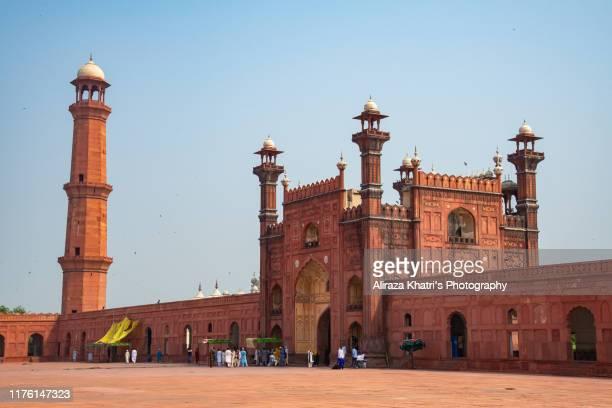 badshahi mosque, lahore - pakistan - badshahi mosque stock pictures, royalty-free photos & images