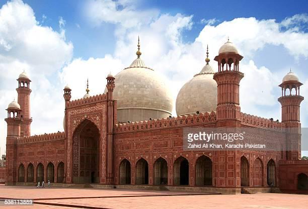 badshahi mosque lahore - badshahi mosque stock pictures, royalty-free photos & images