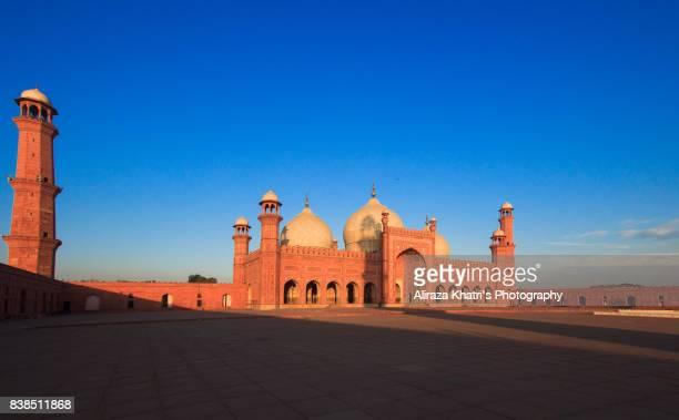 badshahi mosque, lahore. - badshahi mosque stock pictures, royalty-free photos & images