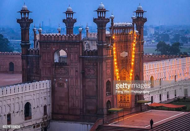 badshahi mosque, lahore, punjab, pakistan - badshahi mosque stock pictures, royalty-free photos & images