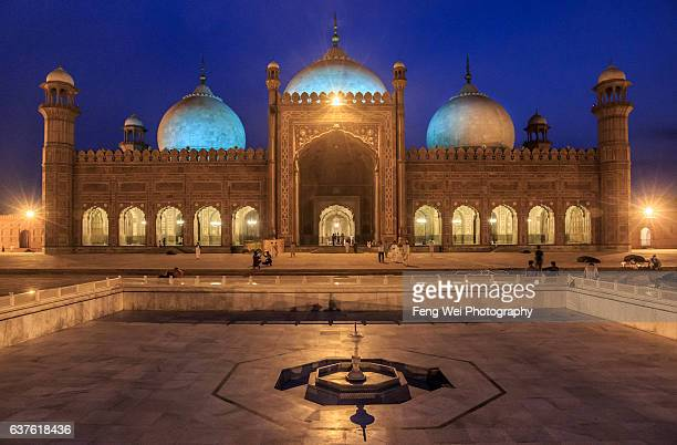 badshahi mosque, lahore, punjab, pakistan - punjab pakistan stock photos and pictures