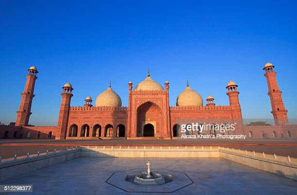 badshahi mosque - badshahi mosque stock pictures, royalty-free photos & images