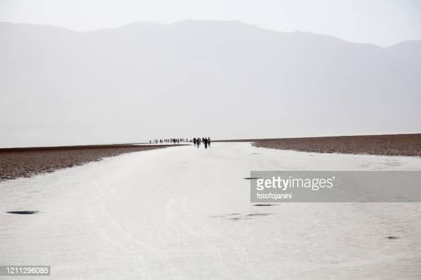bacino di badwater nel parco nazionale della valle della morte - fotofojanini foto e immagini stock