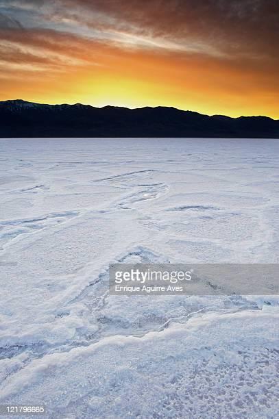 badwater salt flats at sundown, death valley national park, california, usa - endorheic_basin ストックフォトと画像