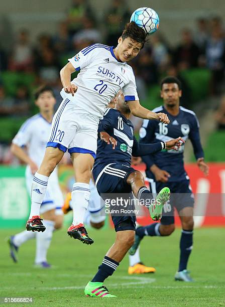 Baek Jihoon of Suwon heads the ball during the AFC Champions League match between the Melbourne Victory and Suwon Samsung Bluewings FC at AAMI Park...