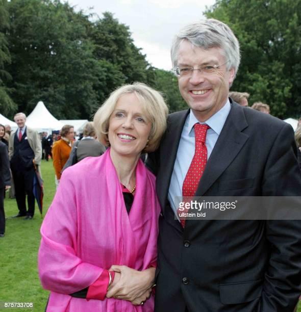 Baerbel Dieckmann Oberbürgermeisterin von Bonn und Ehemann Jochen Dieckmann Justizminister NRW auf dem Fest des Bundespraesidenten