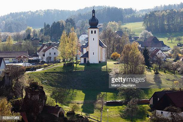 baernfels, with maria schnee daughter church, municipality of obertrubach, franconian switzerland, upper franconia, franconia, bavaria, germany, europe - schnee stock pictures, royalty-free photos & images
