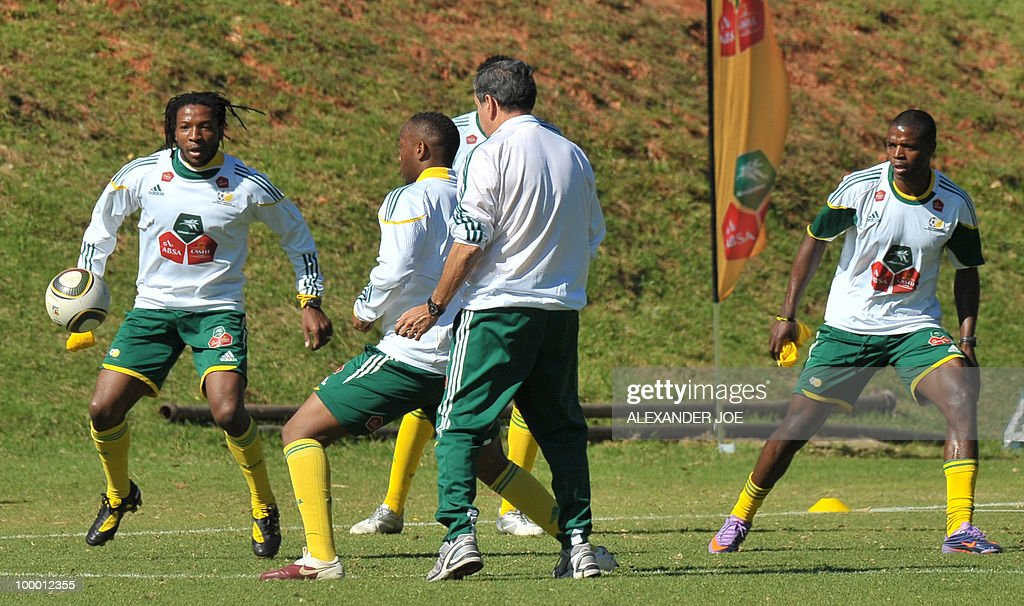Bafana Bafana (The Boys, nickname of the South African national football team) players exercise during a training session in Johannesburg on May 20, 2010. South Africa occupy Group A with former winners France as well as Uruguay and Mexico, all top-20 national teams in the latest rankings from world rulers FIFA.