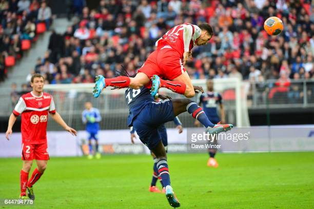 Bafetimbi GOMIS / Carl MEDJANI - - Valenciennes / Lyon - 32eme journee de Ligue 1 -, Photo : Dave Winter / Icon Sport