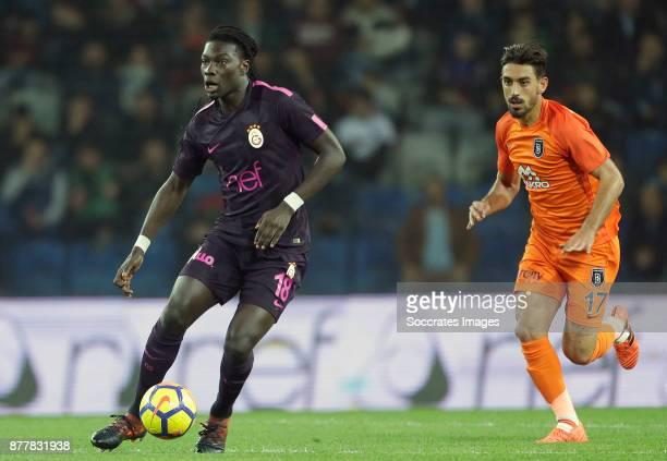Bafetimbi Gomis of Galatasaray Irfan Can Kahveci of Istanbul Basaksehir during the Turkish Super lig match between Istanbul Basaksehir v Galatasaray...