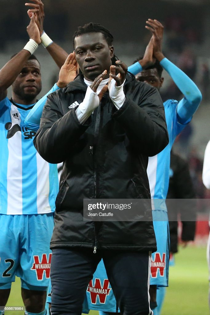 Bafetimbi Gomis of OM thanks the supporter following the Ligue 1 match between Lille OSC (LOSC) and Olympique de Marseille (OM) at Stade Pierre-Mauroy on March 17, 2017 in Lille, France.