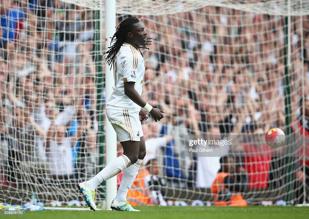 Bafetimbi Gomis of Swansea celebrates scoring the fourth goal for Swansea during the Barclays Premier League match between West Ham United and Swansea City at the Boleyn Ground, May 7, 2016, London, England.