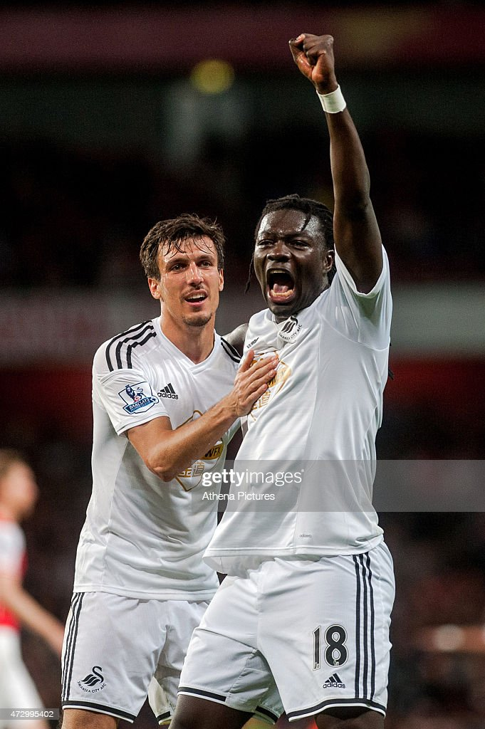 Bafetimbi Gomis of Swansea City celebrates his late goal during to the Premier League match between Arsenal and Swansea City at Emirates Stadium on May 11, 2015 in London, England.