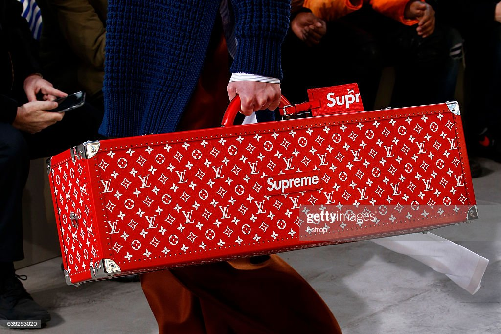 Louis Vuitton: Details - Paris Fashion Week - Menswear F/W 2017-2018 : News Photo