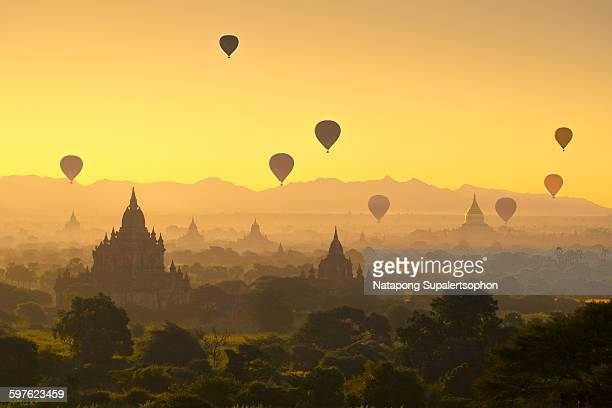 bagan pagoda field - pagoda stock pictures, royalty-free photos & images