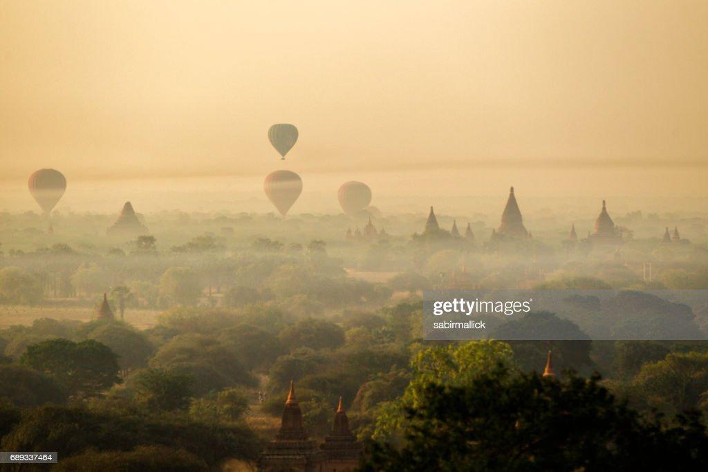 Bagan la tierra de mil Pagoda, Myanmar : Foto de stock
