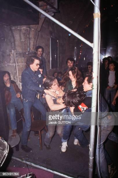 Bagarre entre jeunes nationalistes et antiracistes en avril 1978 à Londres GrandeBretagne