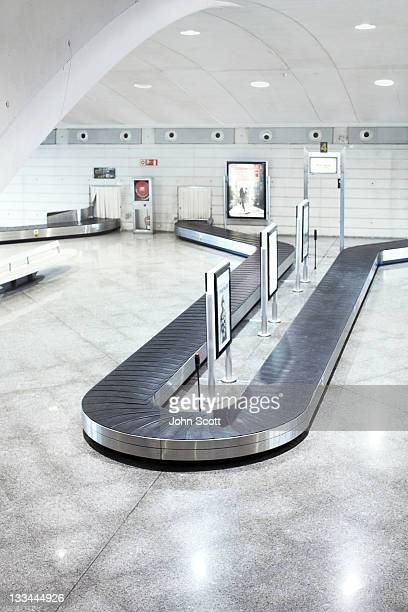 baggage reclaim at airport - baggage claim stock pictures, royalty-free photos & images