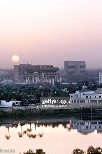 Baghdad . The edges of the Tiger, in September 1990. FDM-739-16.