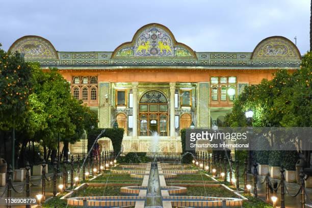 bagh-e naranjestan (naranjestan garden) illuminated at dusk in shiraz, iran - shiraz stock pictures, royalty-free photos & images
