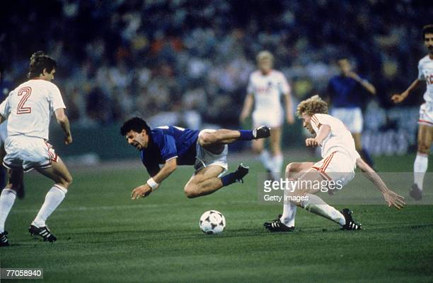 Bagni and Kuznetov during a European Cup semi-final match between Italy and the USSR, 1988. The USSR won 0-2.