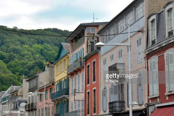 bagnères-de-bigorre, old house - バニェールドビゴール ストックフォトと画像