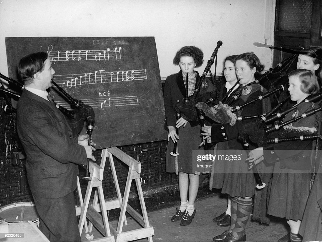 Bagpipe players. Lessons at the Pipers' Club. Photograph. 1937. : News Photo