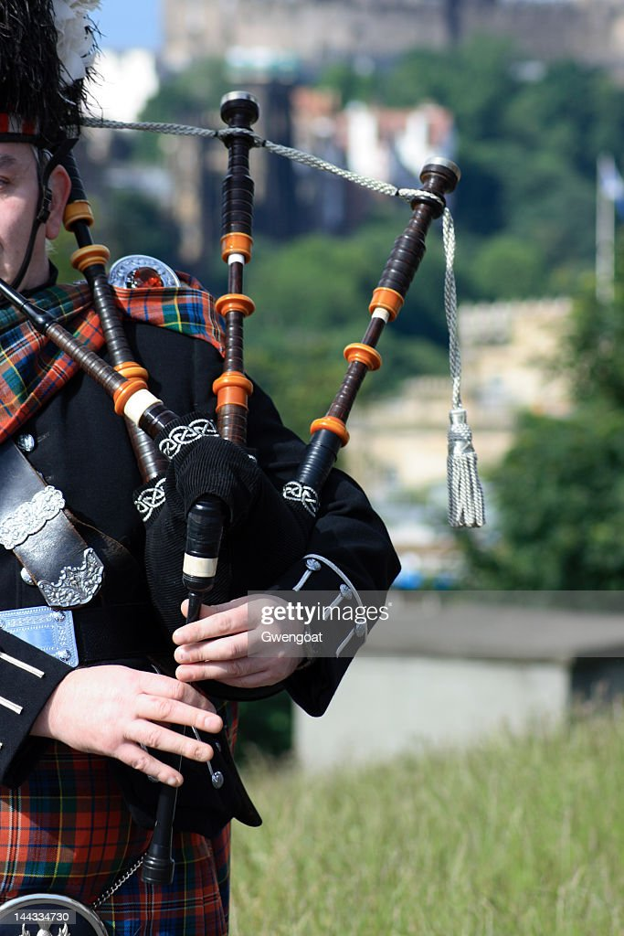 Bagpiper in Carlton Hill - Edinburgh : Stock Photo