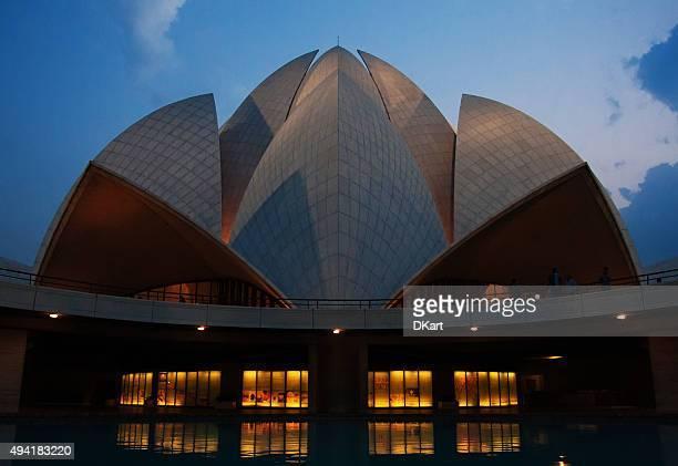 baha'i lotus temple, new delhi, india - godsdienstige gebouwen stockfoto's en -beelden