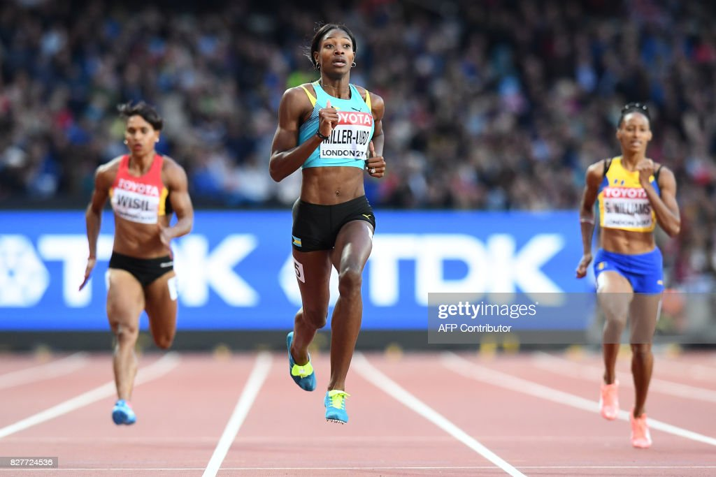 Bahamas's Shaunae Miller-Uibo (C) wins her heat of the women's 200m athletics event at the 2017 IAAF World Championships at the London Stadium in London on August 8, 2017. / AFP PHOTO / Jewel SAMAD