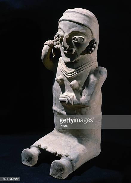 Bahia Culture 300 BC500 AD Seated female figure 60 x 28 cm From Ecuador Period of Regional Development Private collection