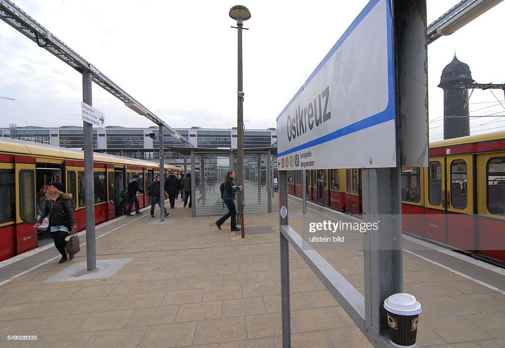 Bahnhof Ostkreuz, Blick auf die neue grosse  Bahnhofshalle fuer die Ringbahn : News Photo
