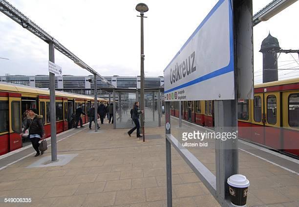 Bahnhof Ostkreuz Blick auf die neue grosse Bahnhofshalle fuer die Ringbahn