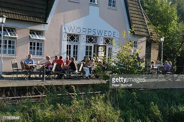 Bahnhof Worpswede Teufelsmoor Niedersachsen Deutschland Europa Künstlerkolonie Künstlerdorf Bahnsteig CafeTerasse Tisch Stuhl Gäste Reise