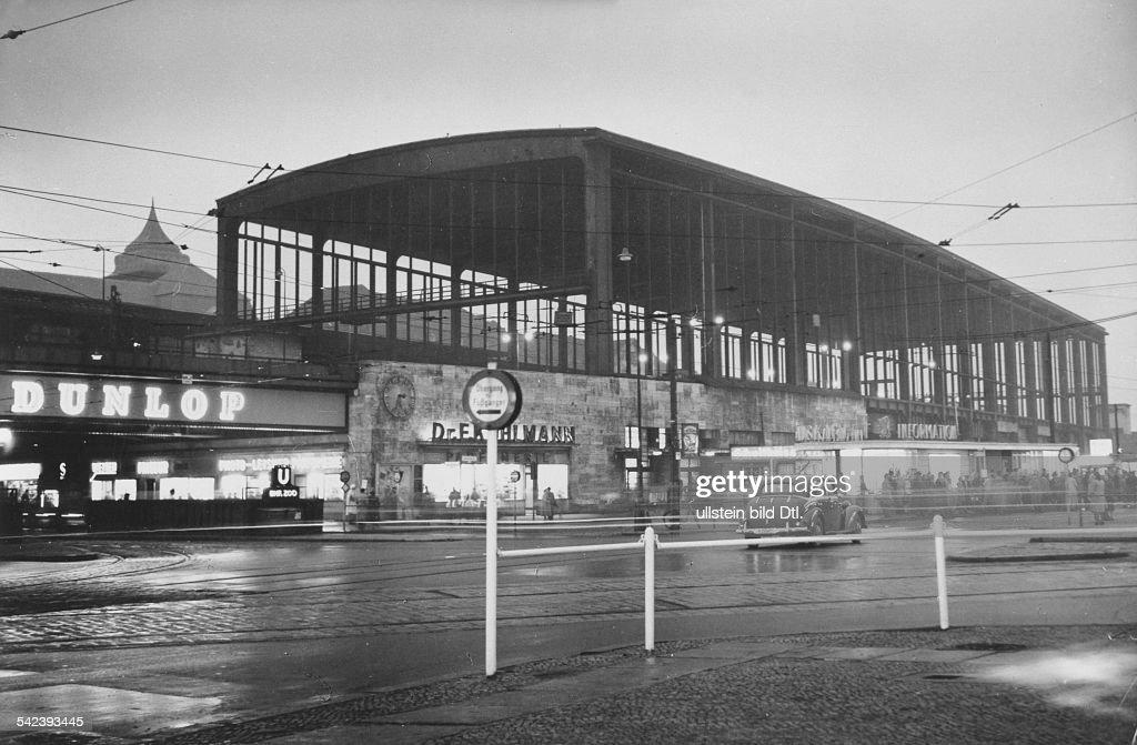 Bahnhof Zoo In Berlin In Der Dammerung 1954 News Photo Getty Images