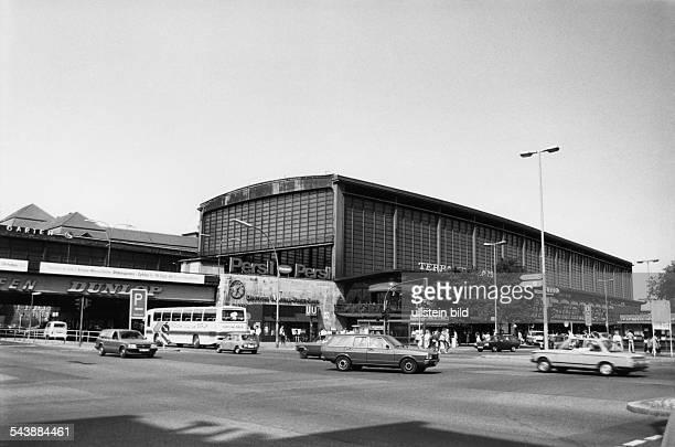 Bahnhof Zoo mit Strassenverkehr- 1984