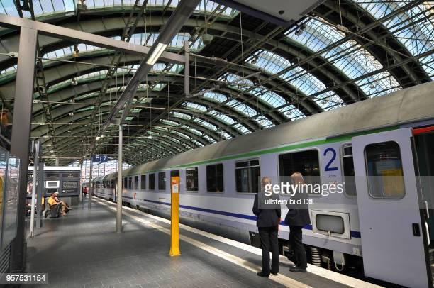 Bahnsteig Ostbahnhof Friedrichshain Berlin Deutschland